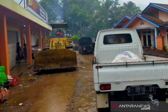 Jalur utama Bandung-Cianjur kembali dapat dilalui normal