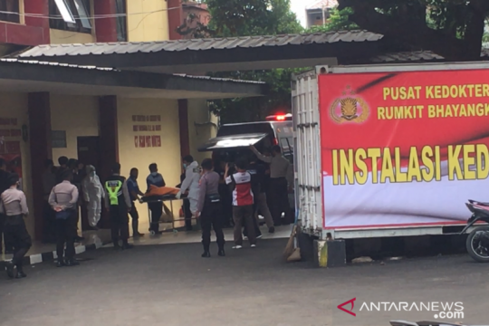 RS Polri kedatangan satu kantong jenazah dibawa ambulans