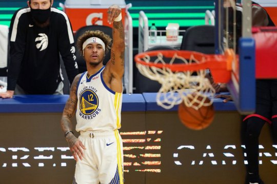 Warriors tundukkan Raptors meski Stephen Curry bermain buruk