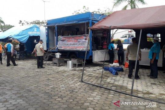 Didirikan dapur umum di Posko Crisis Center Bandara Supadio