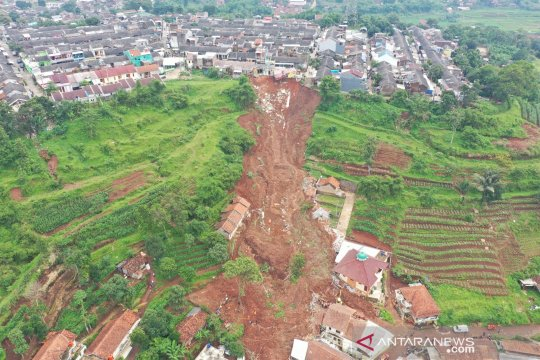 Sekda Sumedang: Lebih dari 14 rumah tertimbun longsor
