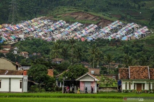 Permukiman penduduk di kawasan perbukitan di Sumedang