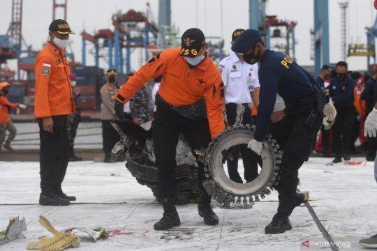 Kabaharkam pantau langsung pencarian korban Sriwijaya Air SJ 182