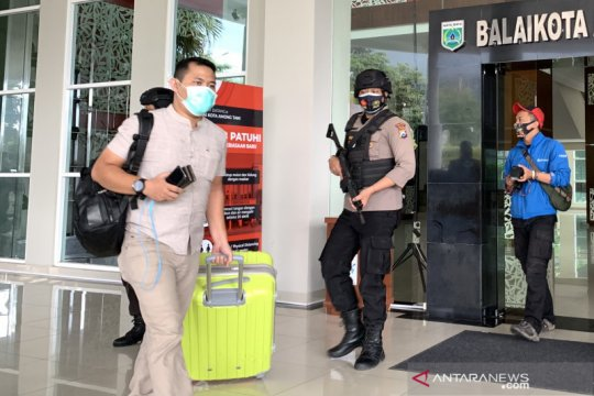 Tim penyidik KPK kembali geledah dua kantor dinas Pemkot Batu