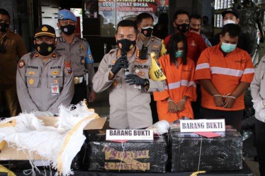 Polisi bongkar gudang penyimpanan 2,4 juta butir pil dobel L