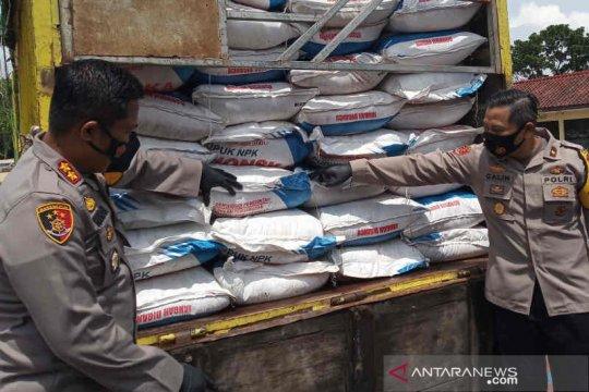 Polisi tangkap dua pelaku penyelundupan pupuk bersubsidi di Indramayu