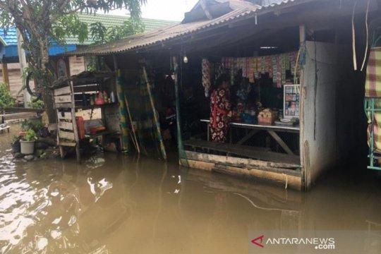 Ratusan rumah warga Binuang terendam banjir