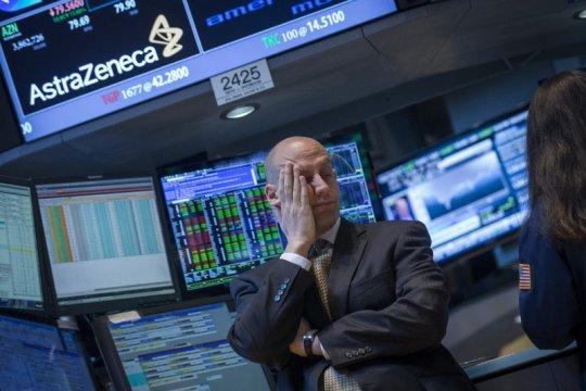 Wall St beragam, Dow dan S&P ditutup turun karena kekhawatiran virus