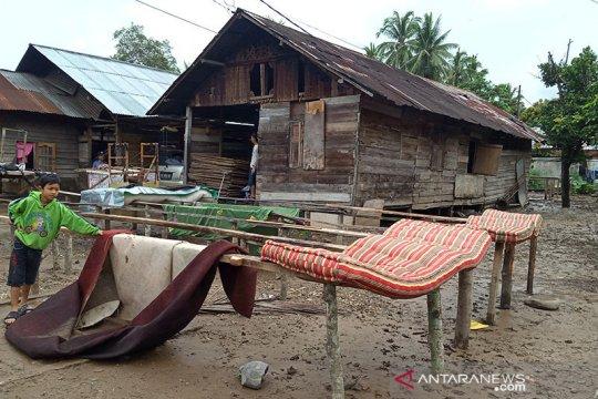 Warga terdampak banjir di Solok kesulitan air bersih