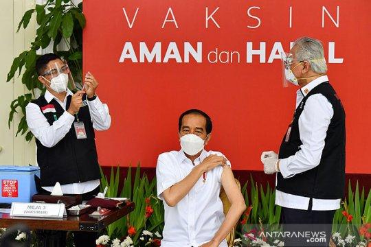 """Jokowi : Vaksinasi adalah """"game changer"""", kunci yang menentukan"""