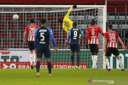 PSV dipecundangi AZ Alkmaar 1-3 sekaligus gagal geser Ajax dari puncak