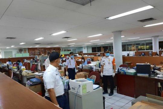 Jakarta Barat ingatkan disiplin protokol kesehatan pekerja saat PPKM