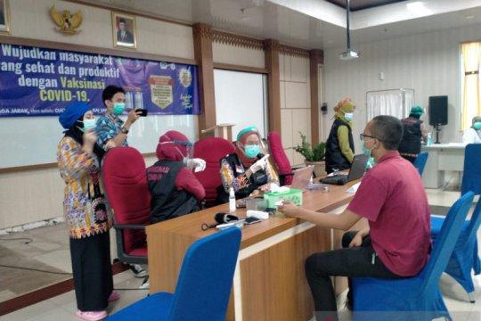 18.163 nakes dan pelayan publik di Jakbar telah divaksin COVID-19