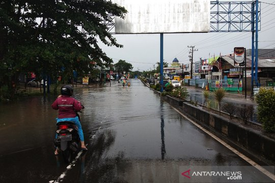 Jalan nasional di Kalsel putus diterjang banjir