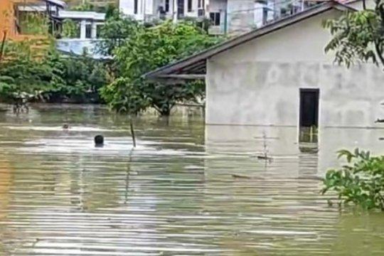 Di Entikong perbatasan RI-Malaysia, banjir rendam puluhan rumah warga