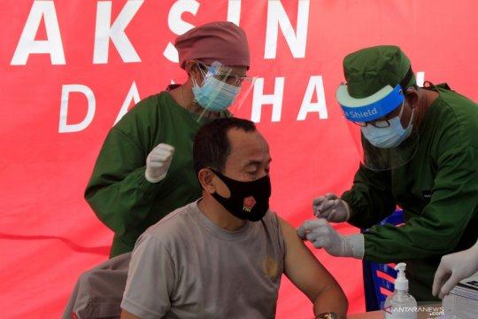 10 pejabat publik di NTT jalani vaksinasi perdana