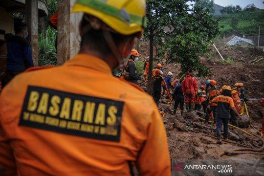 Hari keenam pencarian korban tanah longsor di Cimanggung Sumedang