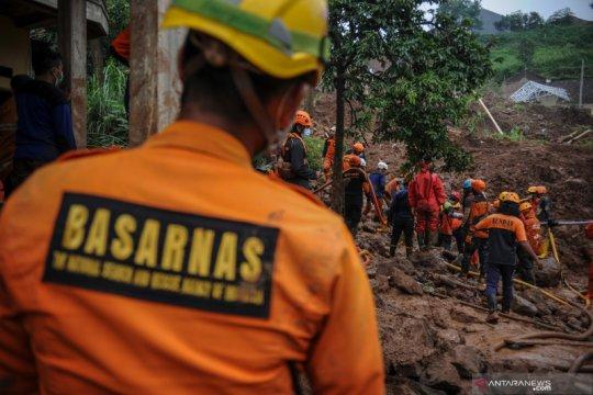 Komisi VIII DPR tinjau penanganan korban bencana longsor di Sumedang