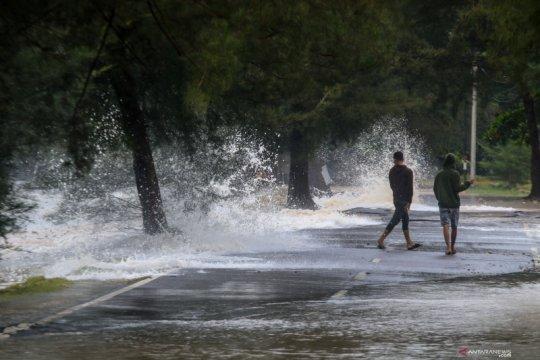 Banjir pesisir Manado disebabkan gelombang tinggi dan pasang air laut