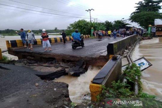 Jalur Trans Kalimantan terputus akibat banjir