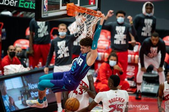 Raptors kalahkan Hornets, Rockets kejutkan Spurs