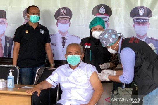 Wali Kota Bekasi mengawali vaksinasi COVID-19