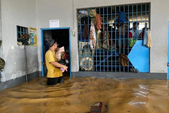 Rumah Tahanan Barabai kebanjiran, warga binaan dipindah sementara