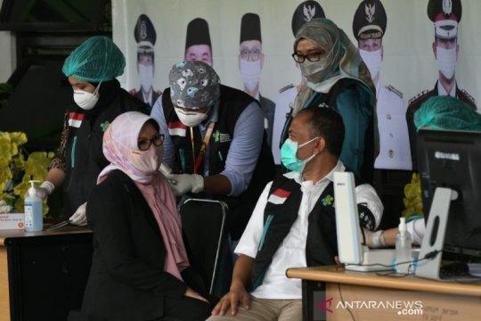 118 tenaga kesehatan Kota Bekasi divaksin Sinovac