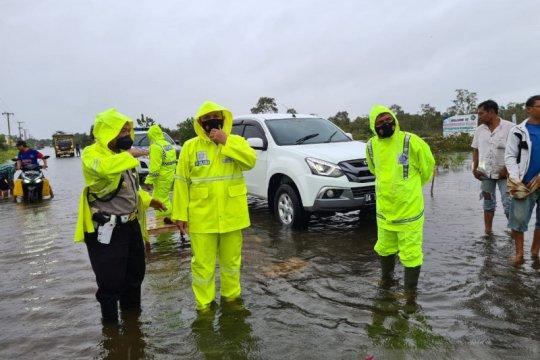 Jalur ekonomi lintas provinsi di Kalsel lumpuh akibat banjir