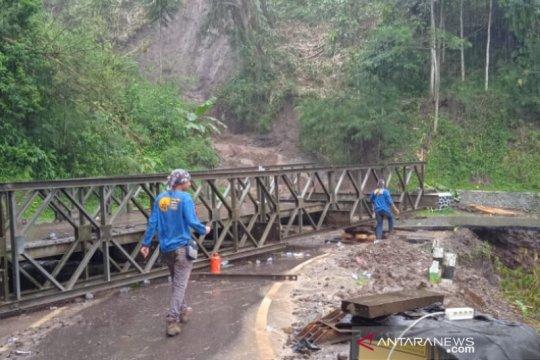 Jalur selatan Garut-Bandung masih berbahaya dilewati kendaraan