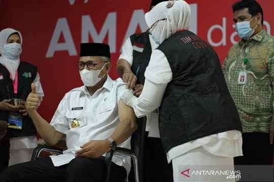 Vaksinasi COVID-19 dimulai dari Gubernur di Aceh