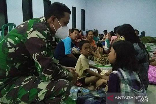 Ratusan warga mengungsi akibat banjir di dua kecamatan di Jember