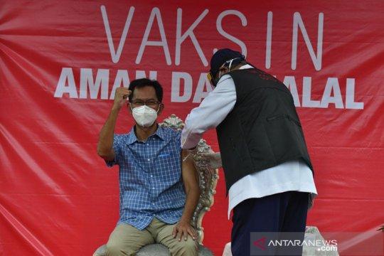 Ketua DPRD Surabaya punya pengalaman unik saat divaksin pertama kali