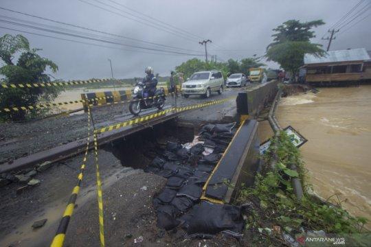 Jalan nasional di Kalimantan Selatan putus akibat banjir