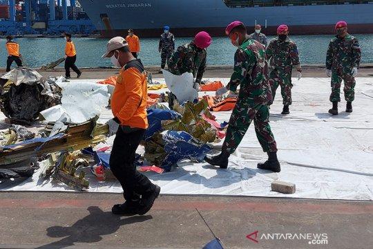 Cuaca cerah diharapkan permudah pencarian Sriwijaya Air SJ182