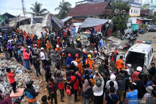 Evakuasi korban gempa di Mamuju