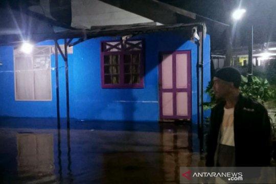 Banjir di Banjarmasin hari ketiga makin naik meski tidak hujan