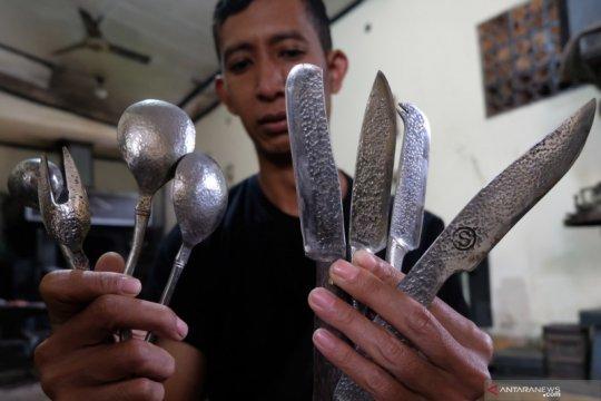 Produksi alat makan untuk ekspor