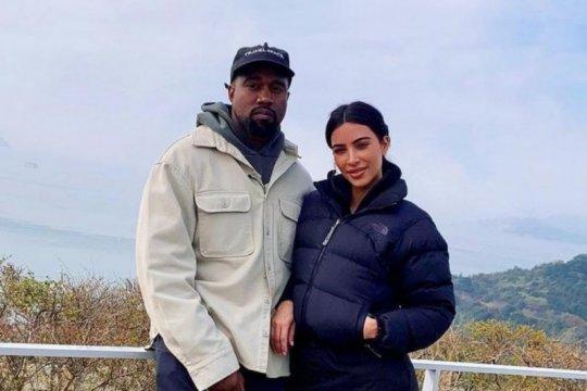 Kim Kardashian dan Kanye West sudah lama tak romantis