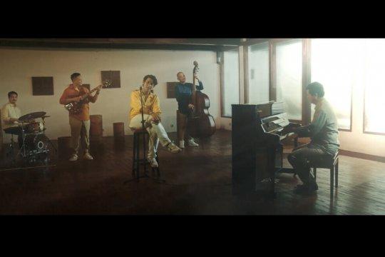 "Ardhito Pramono nyanyikan lagu ""Waktuku Hampa"" ciptaan Candra Darusman"
