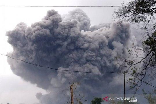 Gunung Semeru kembali keluarkan awan panas guguran 4,5 km