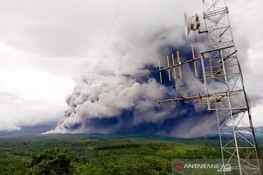 Lima kecamatan di Lumajang diguyur hujan abu vulkanik Gunung Semeru