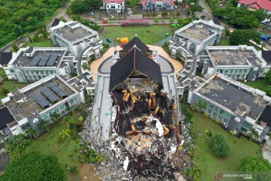 Sulbar kaji pembangunan Kantor Gubernur yang ambruk akibat gempa