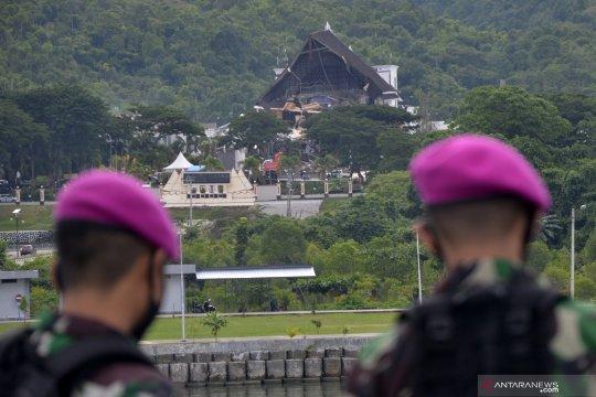 Personel TNI mulai bersihkan reruntuhan gedung akibat gempa