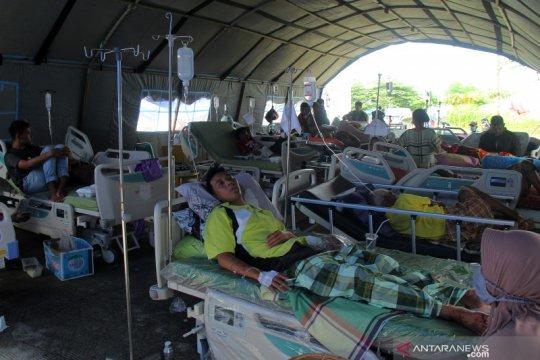 Tenda perawatan korban gempa Mamuju