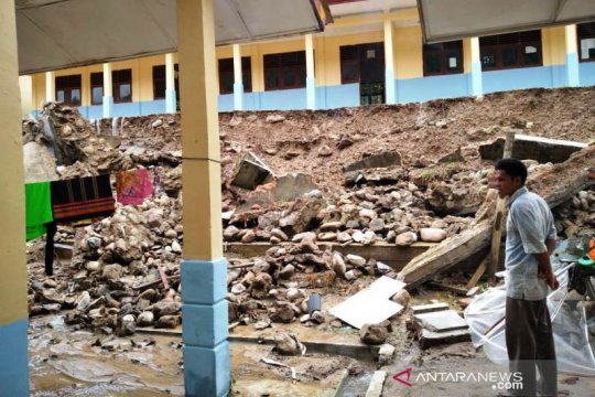 Hujan tinggi, satu sekolah di Gayo Lues Aceh diterjang tanah longsor