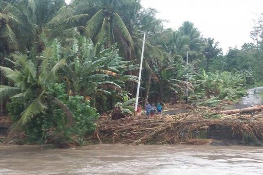 Diterjang banjir, PLN pulihkan sistem kelistrikan di Halmahera Utara