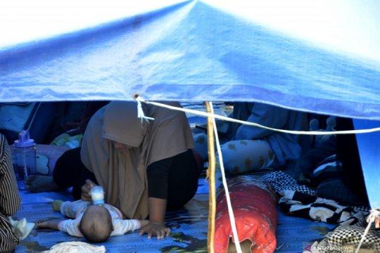 Warga korban gempa mengungsi di Rumah Sakit Umum Kabupaten Mamuju