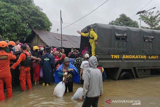 Kopaska dan Dislambair Koarmada II bantu penanganan banjir di Kalsel