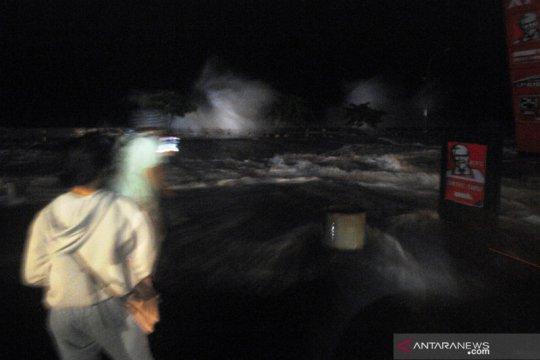 Superposisi gelombang air pasang di Manado diprediksi masih terjadi